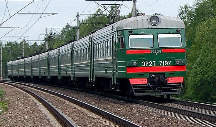 Электропоезд ЭР2Т-7197 на перегоне Елизаровка - Осеченка