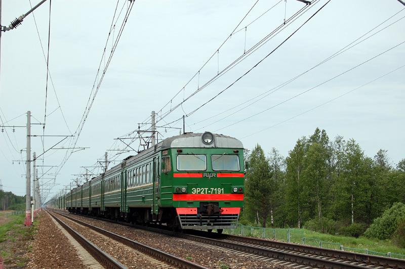 Электропоезд ЭР2Т-7191 на перегоне Елизаровка - Осеченка