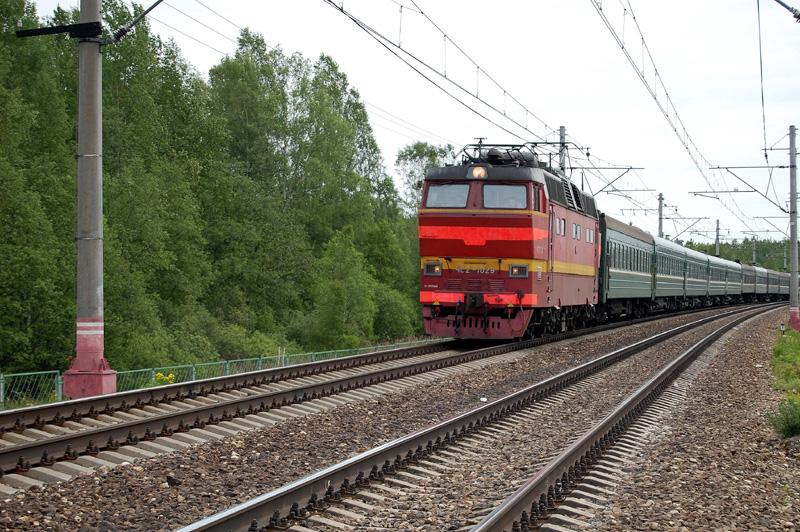 Электровоз ЧС2Т-1029 с поездом на перегоне Осеченка - Елизаровка