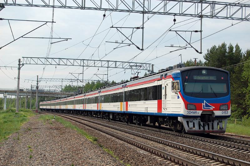Электропоезд ЭД4МКУ-0153 на станции Осеченка