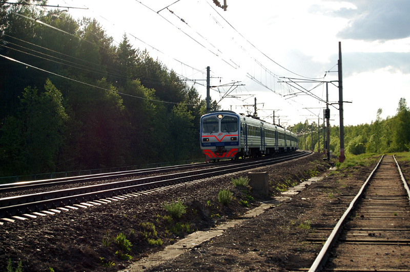 Электропоезд ЭД4МК-0026 на станции Осеченка
