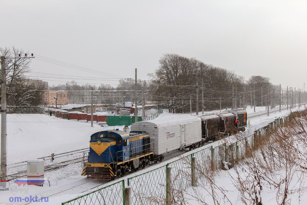 Тепловоз ТГМ4-1121 на подъездном пути от станции Клин