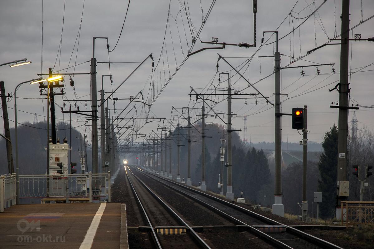 Вид от остановочного пункта Головково в сторону платформы Сенеж