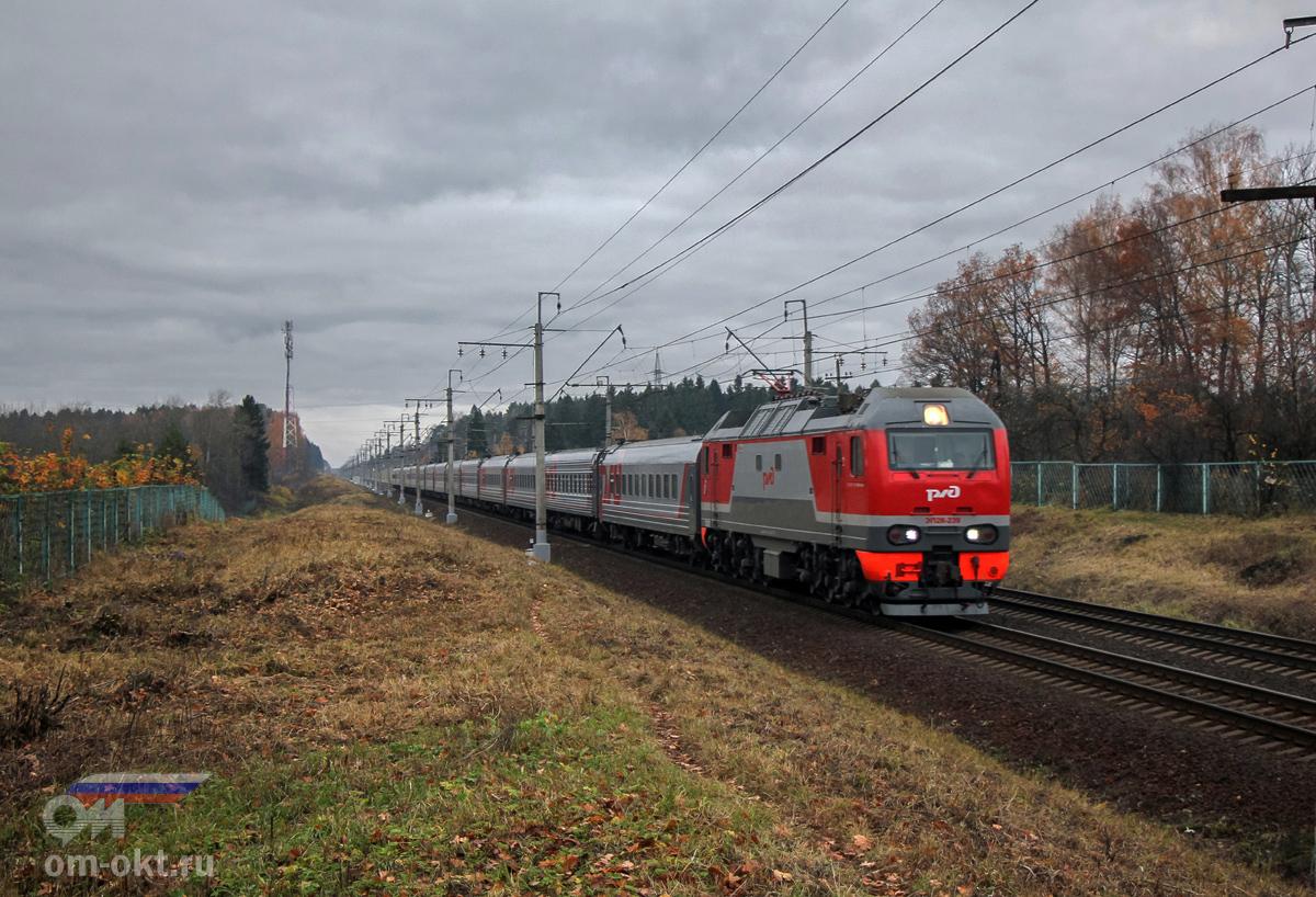 Электровоз ЭП2К-239 в окрестностях платформы Головково, перегон Клин - Подсолнечная