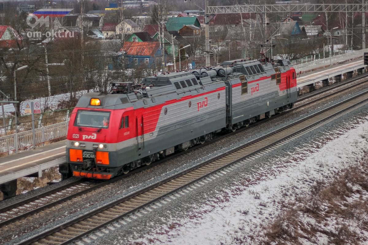 Электровоз 2ЭС4К-021 «Дончак» на станции Тосно