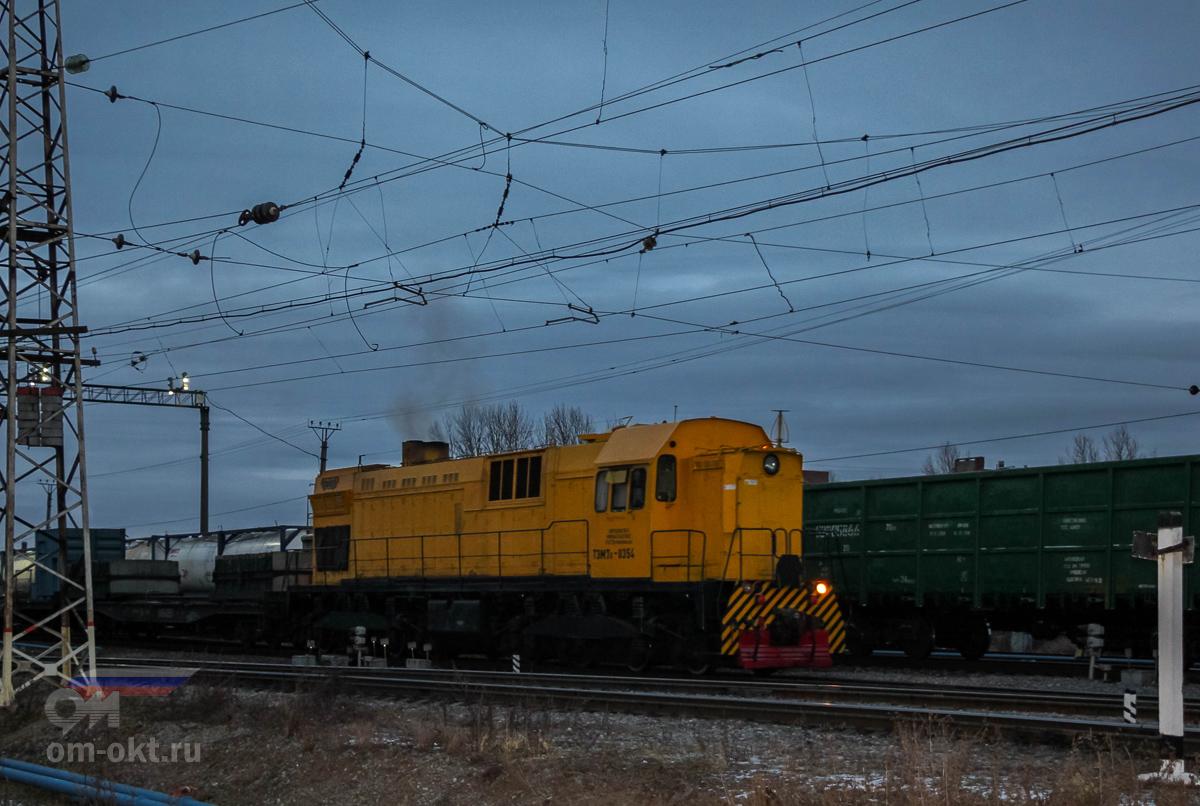 Тепловоз ТЭМ7А-0354 на станции Санкт-Петербург-Сортировочный-Московский