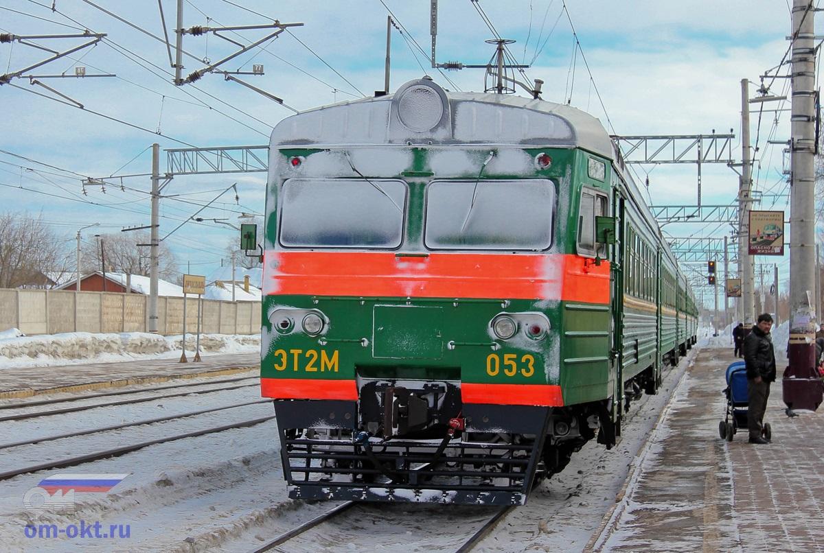 Электропоезд ЭТ2М-053 на станции Лихославль