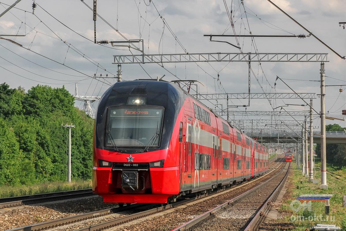 Сдвоенный электропоезд ЭШ2-002 Штадлер близ платформы Ленинская, перегон Домодедово - Бирюлёво-Товарная