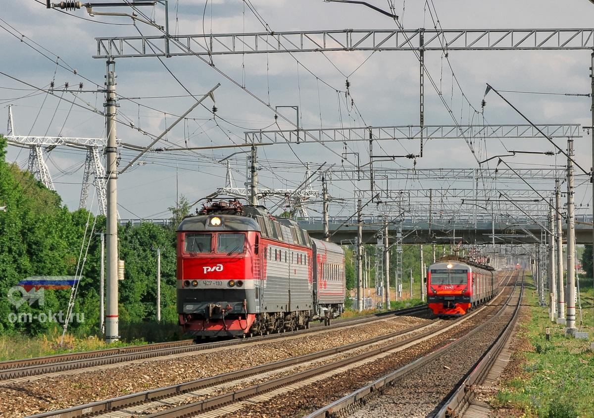 Электровоз ЧС7-110 и электропоезд ЭД4М-0429 на перегоне Домодедово - Бирюлёво-Товарная