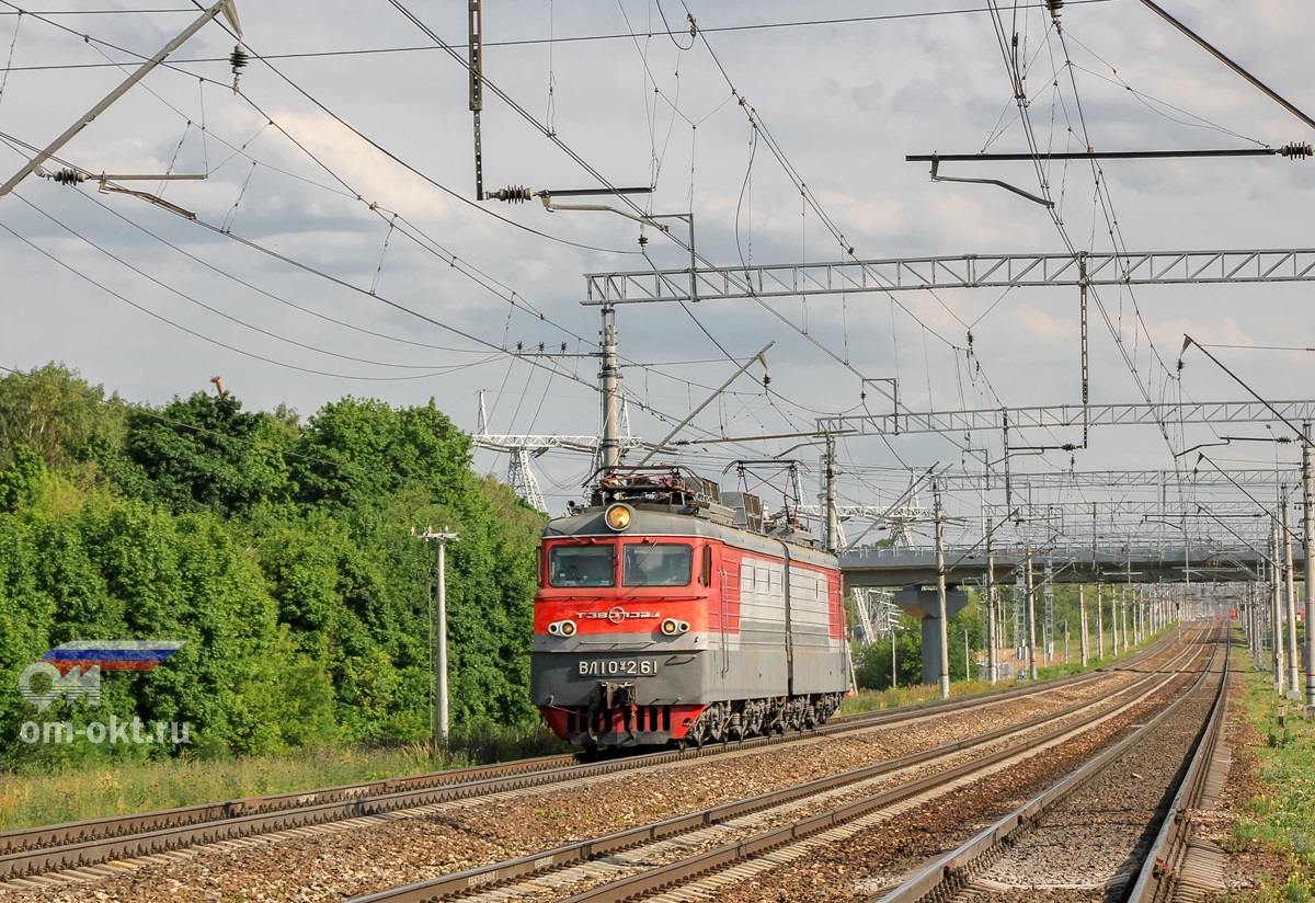 Электровоз ВЛ10У-261 на перегоне Домодедово - Бирюлёво-Товарная