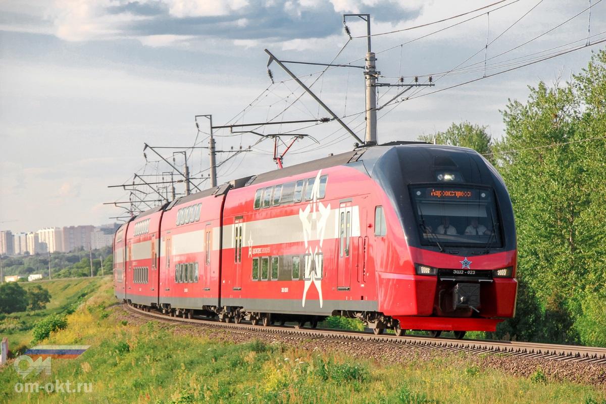Электропоезд ЭШ2-023 в окрестностях платформы Ленинская, перегон Бирюлёво-Товарная - Домодедово