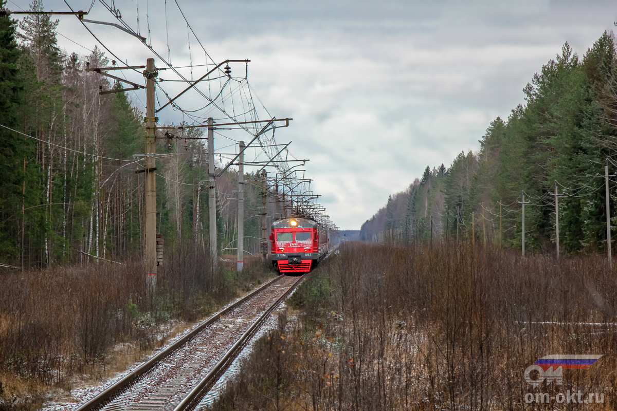 Электропоезд ЭТ2М-057 прибывает к остановочному пункту Донховка, перегон Конаковский Мох - Конаково ГРЭС