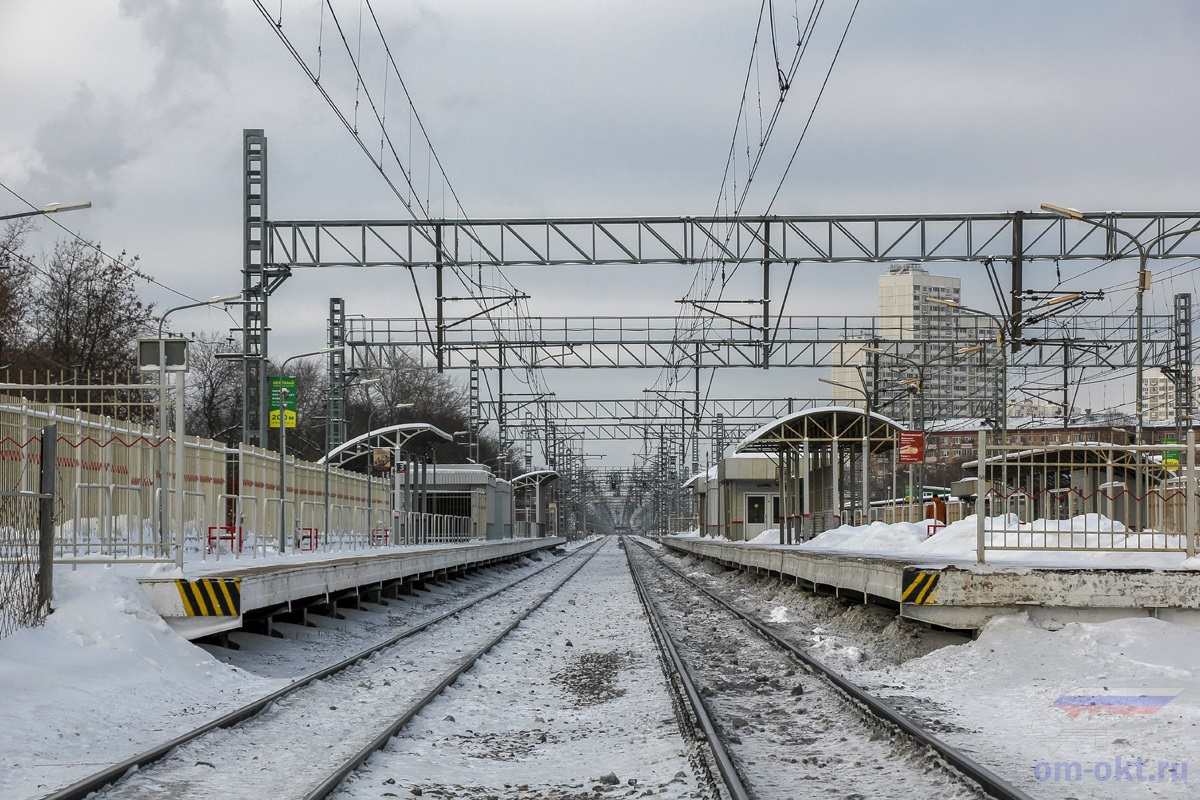 Вид на платформу Останкино со стороны платформы Рижская