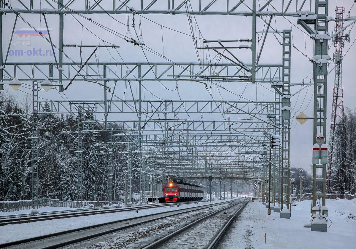 Электропоезд ЭТ2М-117 у остановочного пункта Малино, перегон Крюково - Сходня