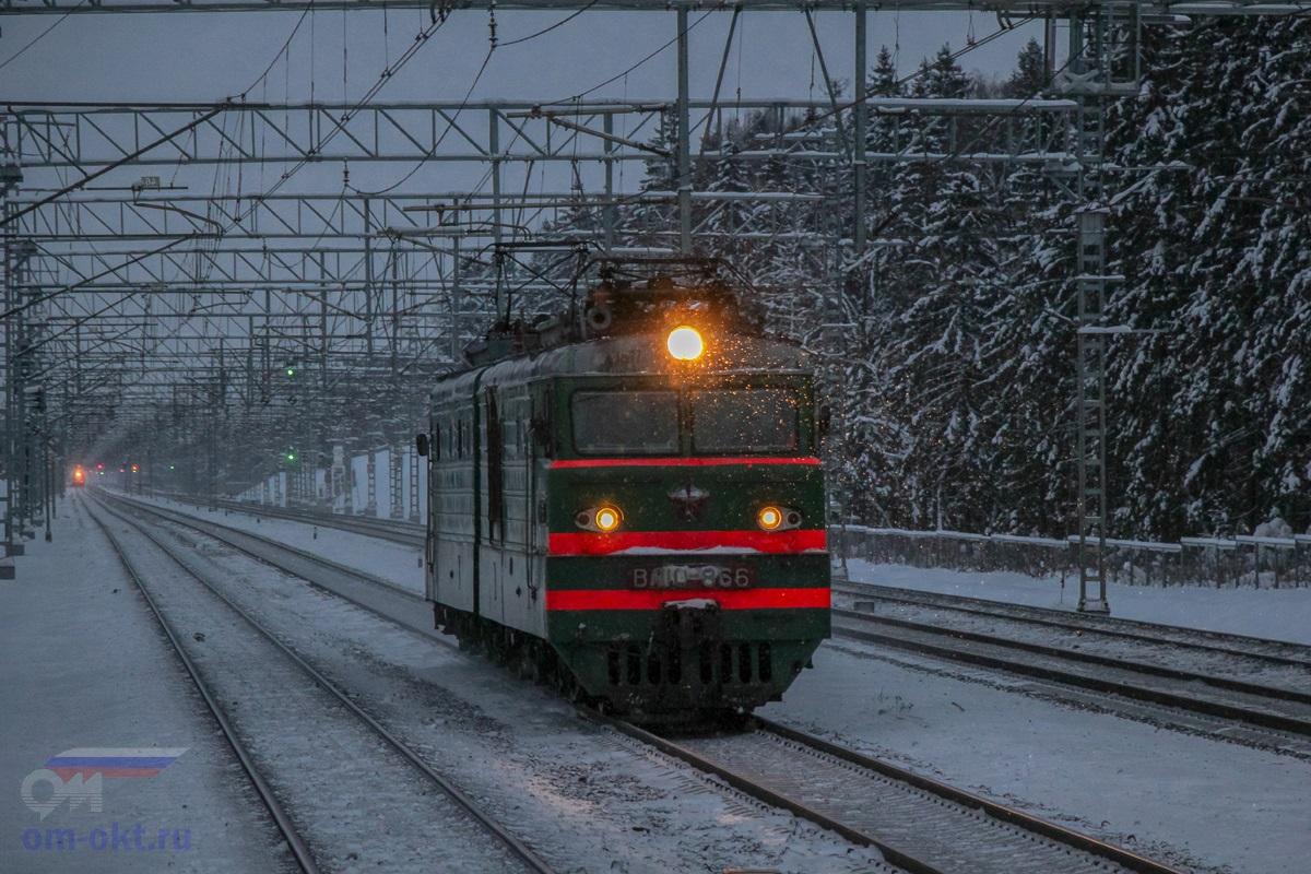 Электровоз ВЛ10-866 на перегоне Сходня - Крюково