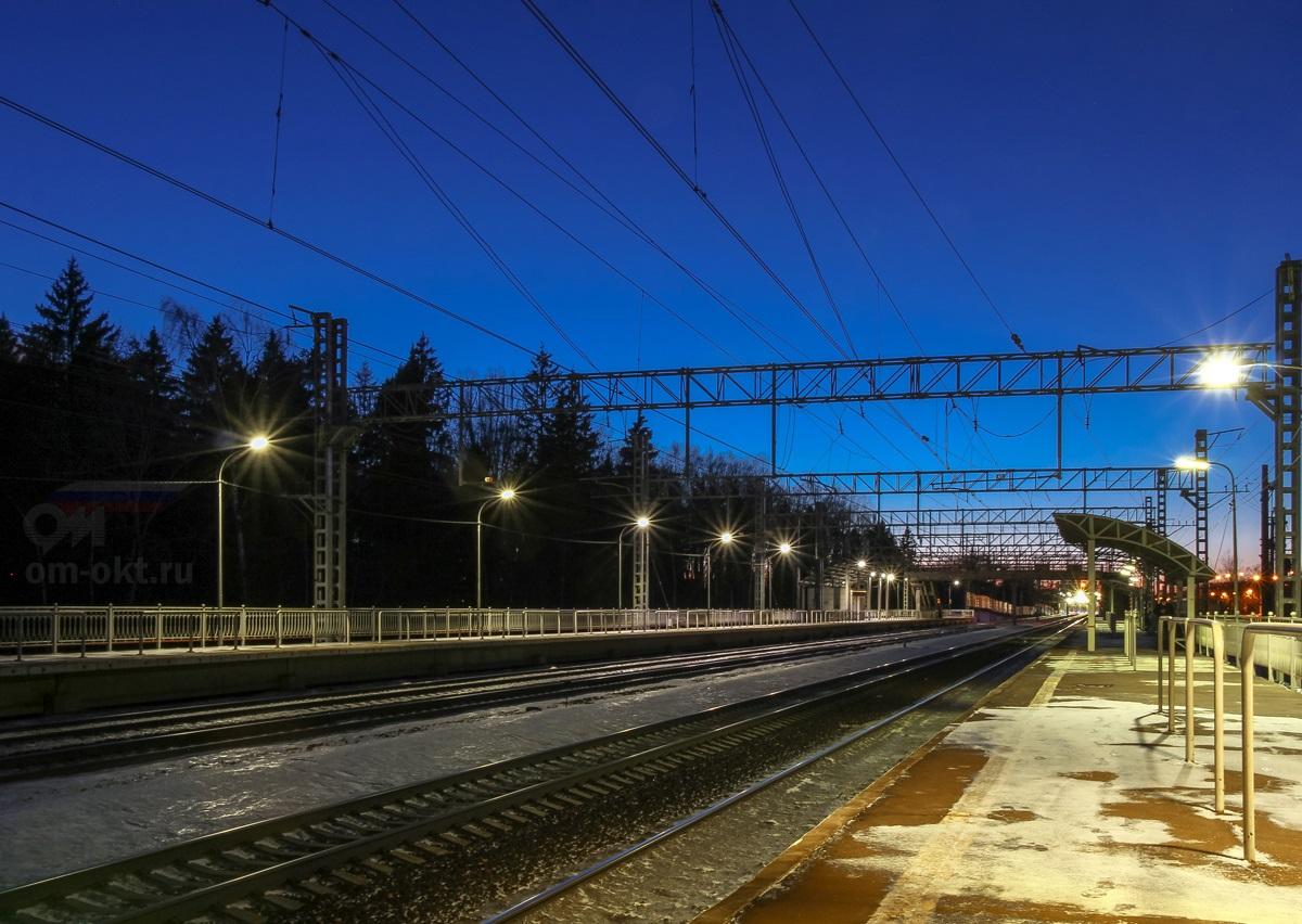 Платформа Малино, вид в сторону станции Крюково