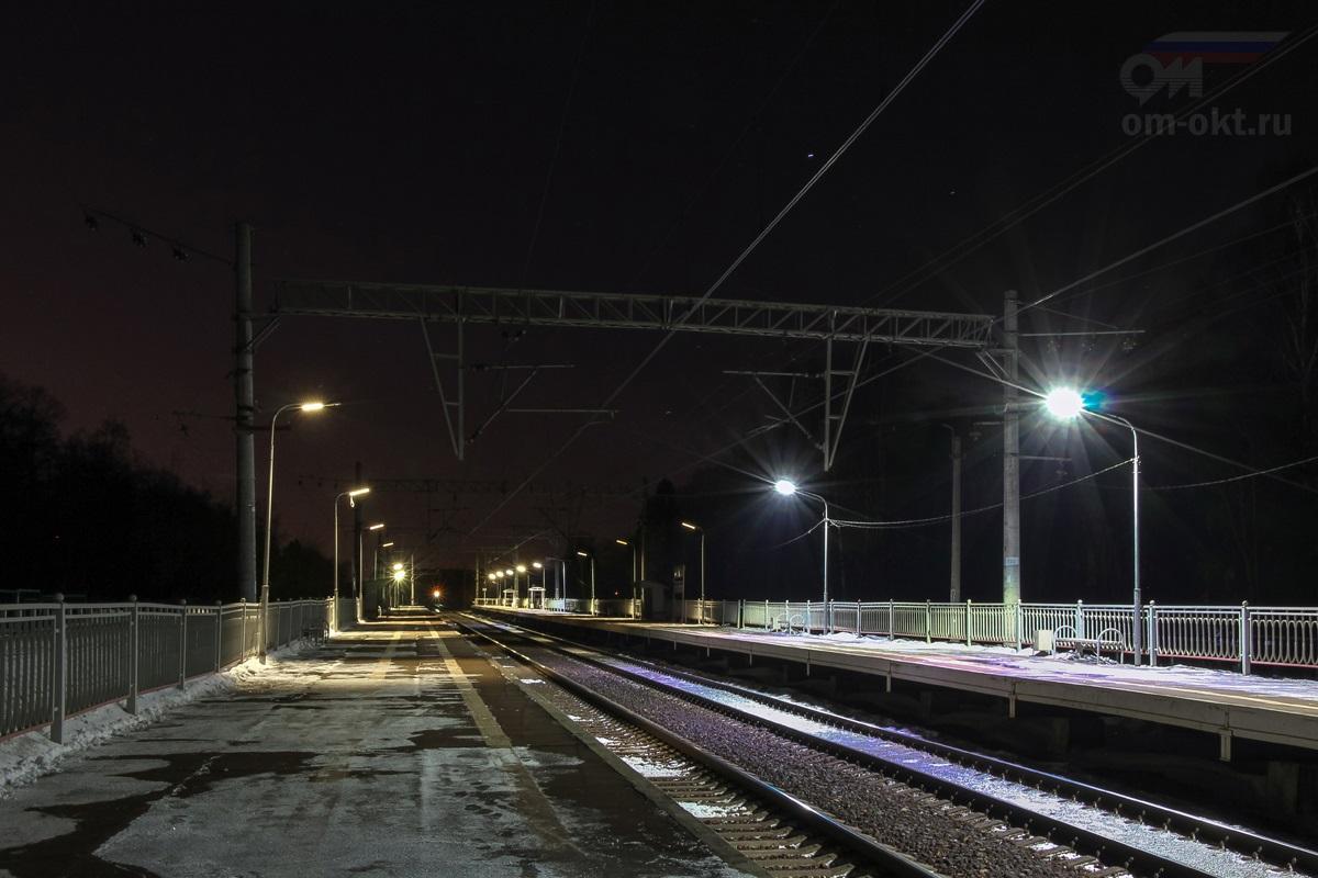 Вид на платформу Берёзки-Дачные со стороны станции Поварово-1
