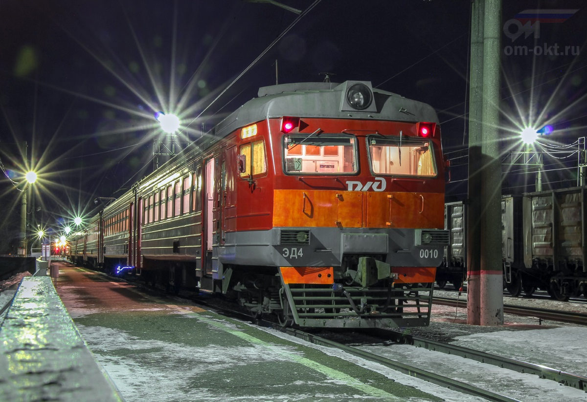 Электропоезд ЭД4-0010 на станции Поварово-3