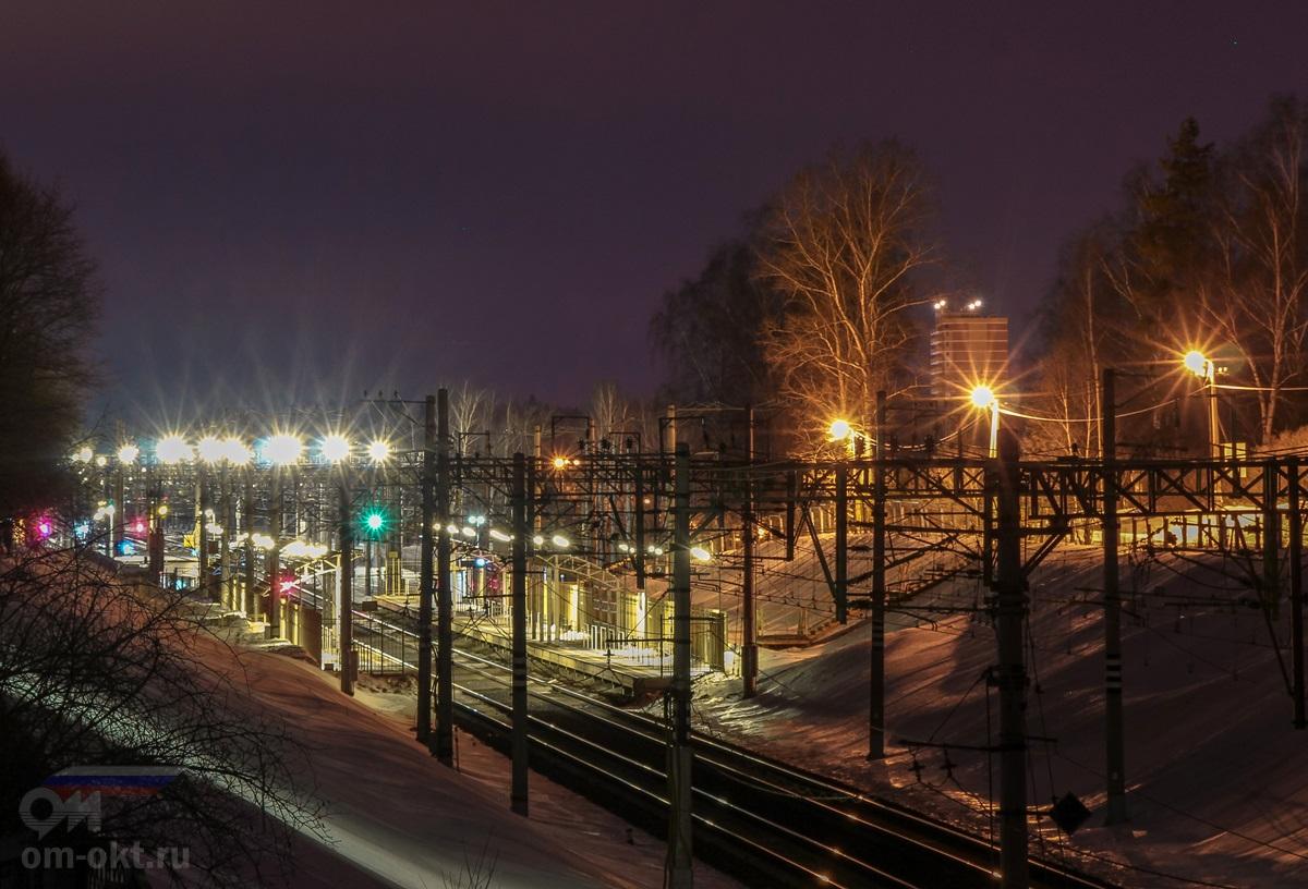Вид на остановочный пункт Поваровка с моста БМО