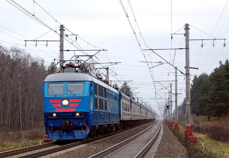 Электровоз ЧС6-013 с пассажирским поездом на перегоне Лихославль - Дорошиха
