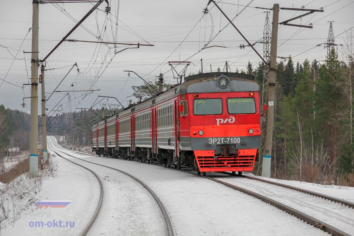 Электропоезд ЭР2Т-7100 на перегоне Поварово-III - Поварово-II