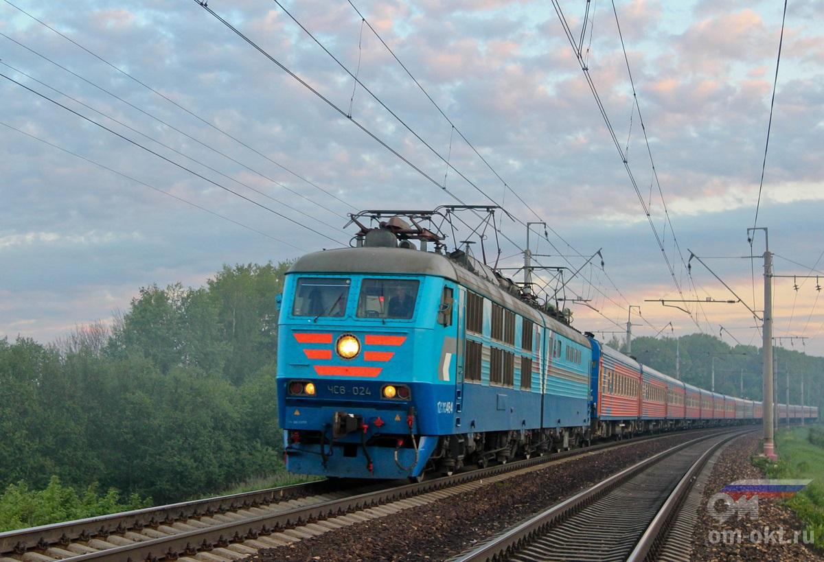 Электровоз ЧС6-024 с поездом «Две столицы»