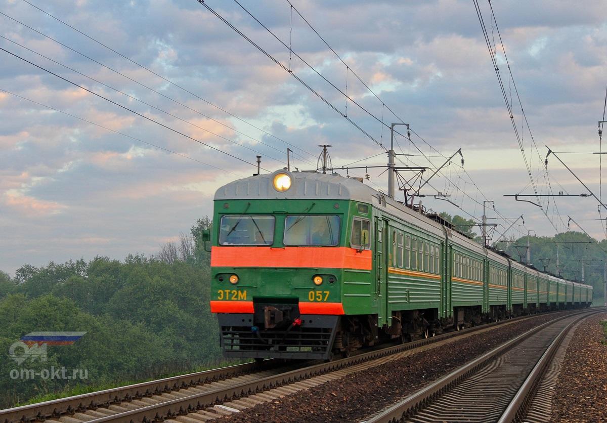 Электропоезд ЭТ2М-057 на перегоне Клин — Подсолнечная