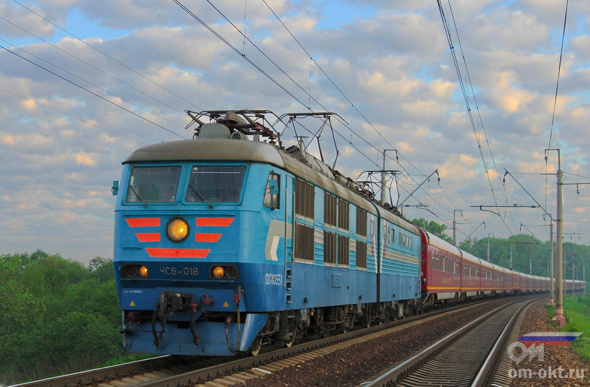 Электровоз ЧС6-018 с поездом №1 «Красная стрела»