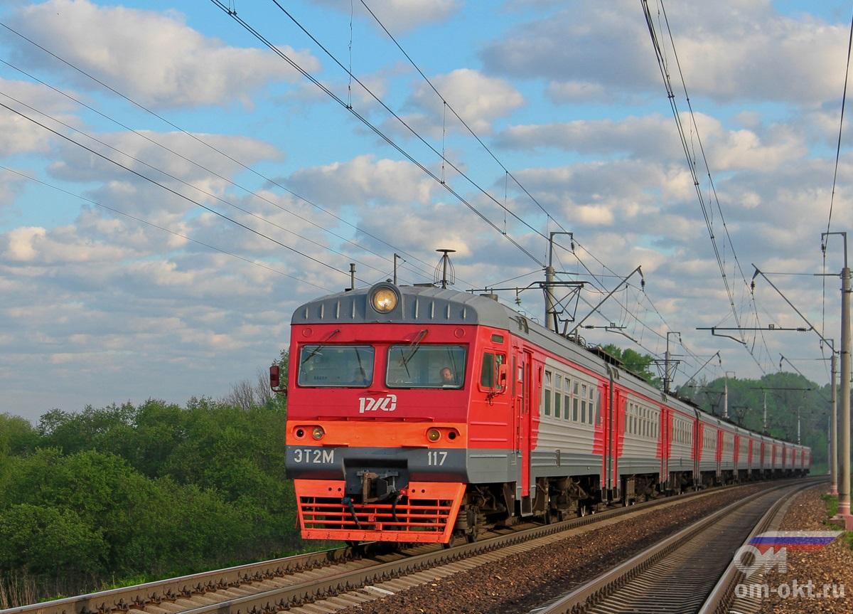 Электропоезд ЭТ2М-117 в окрестностях платформы Стреглово