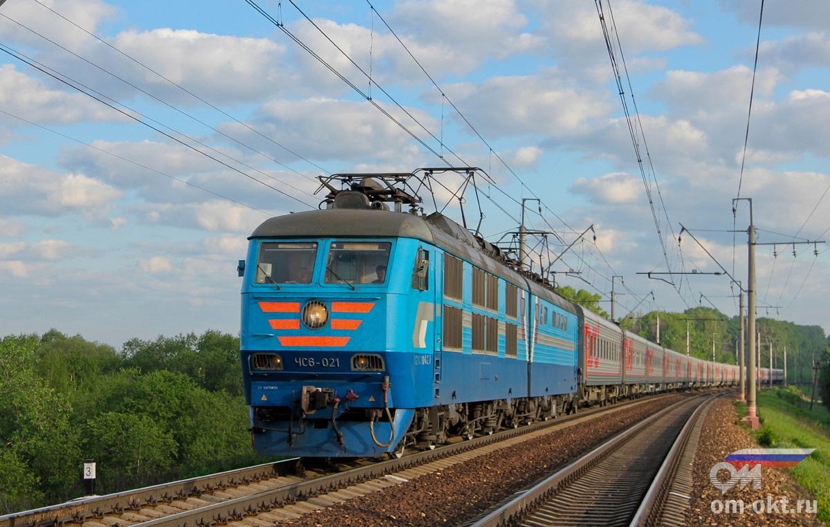 Электровоз ЧС6-021 с поездом №31 «Лев Толстой»