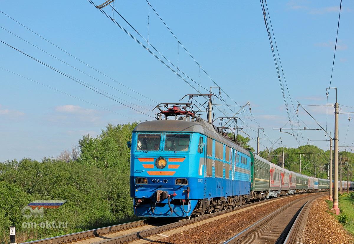 Электровоз ЧС6-006 с поездом Санкт-Петербург — Москва