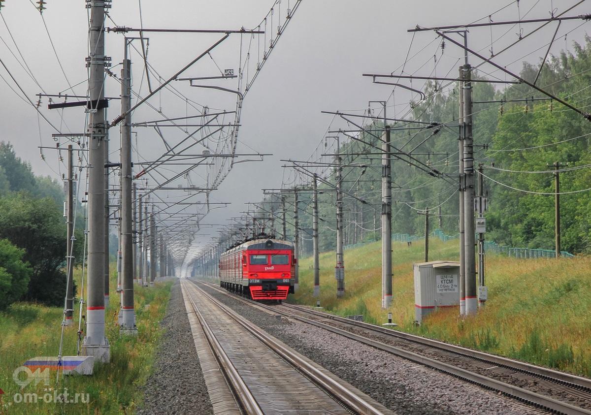 Электропоезд ЭТ2М-061 отправился от остановочного пункта Левошинка, перегон Спирово - Калашниково