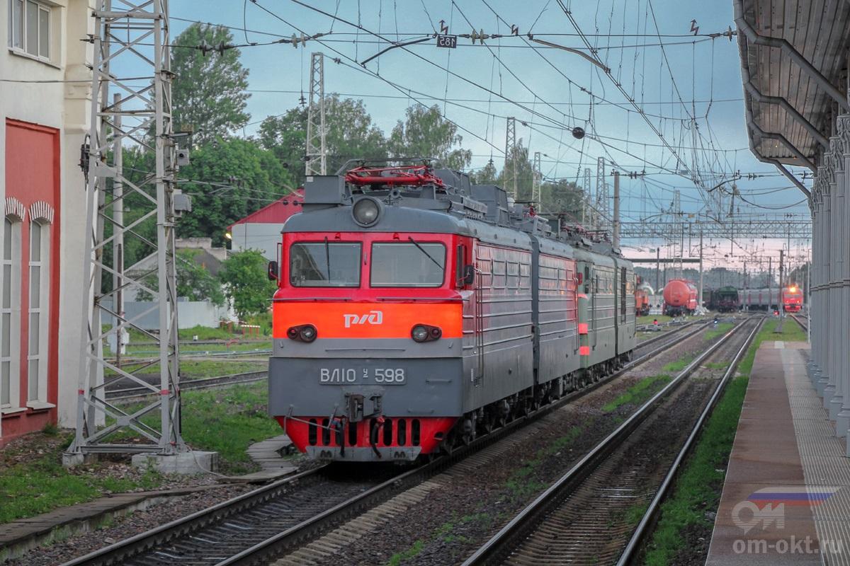 Электровоз ВЛ10У-598 на станции Тверь