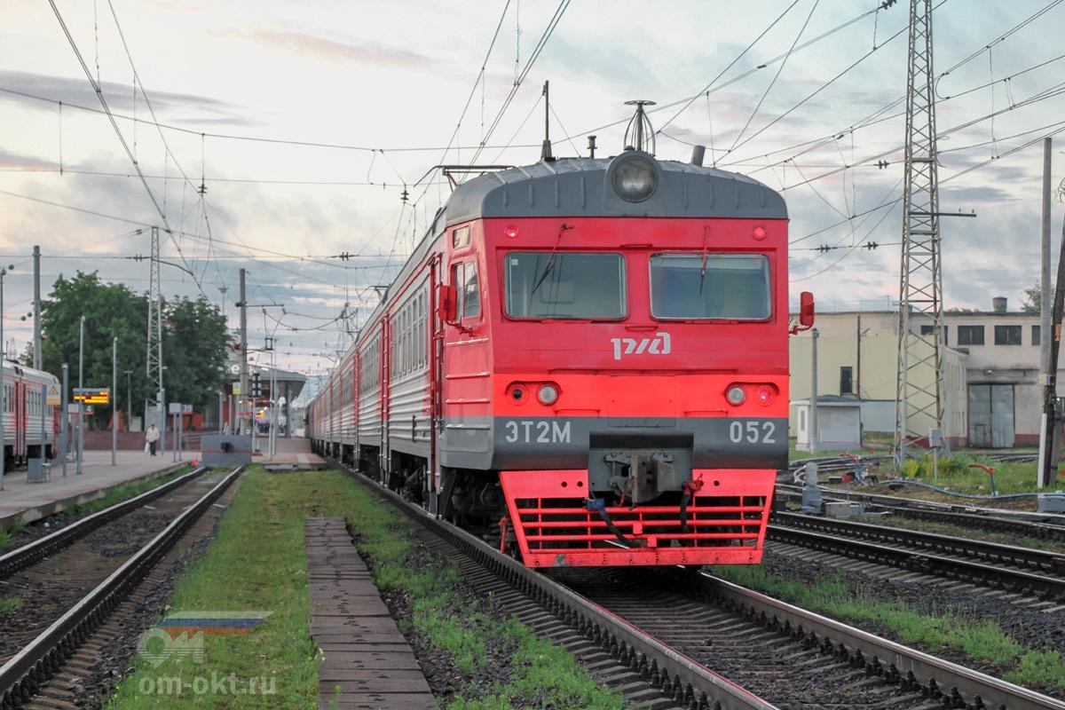 Электропоезд ЭТ2М-052 на ст. Тверь