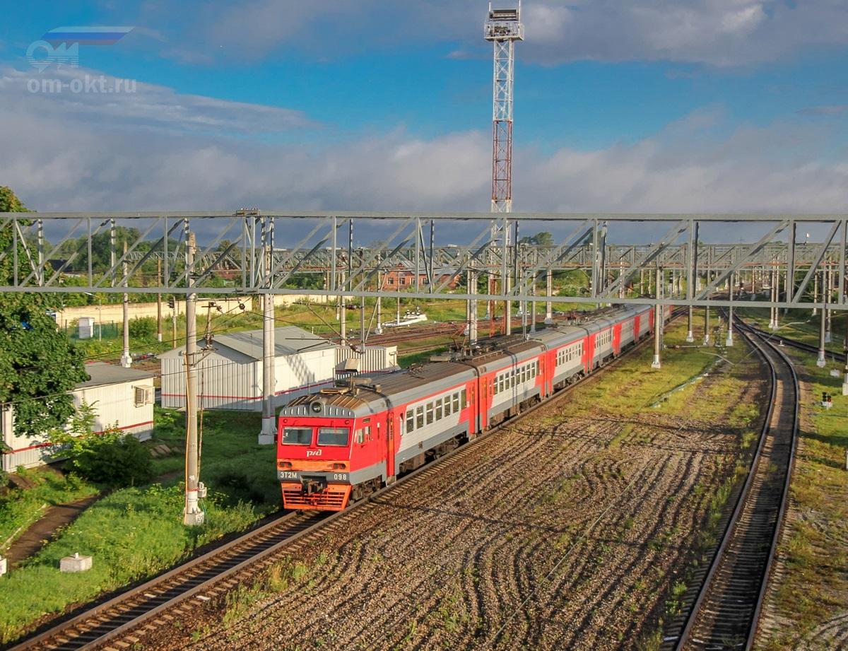 Электропоезд ЭТ2М-098 на станции Спирово