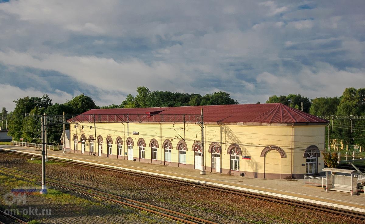 Вокзал станции Спирово.