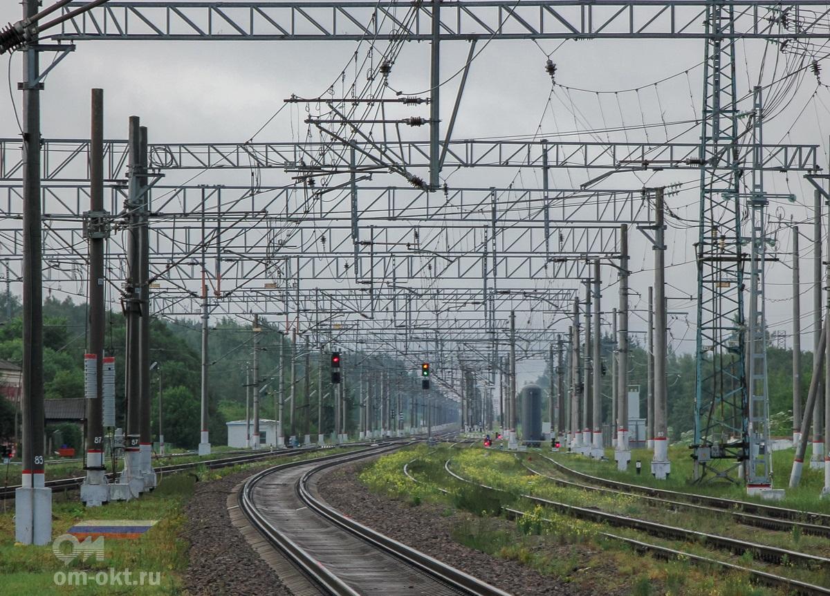 Вид от станции Спирово в сторону платформы Левошинка