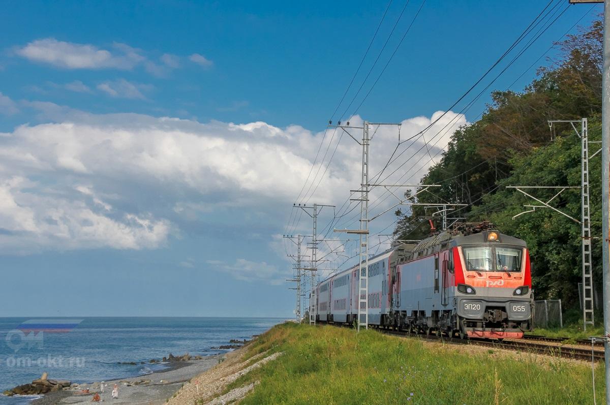 Электровоз ЭП20-055 с фирменным поездом «Двухэтажный состав», перегон Чемитоквадже - Якорная Щель