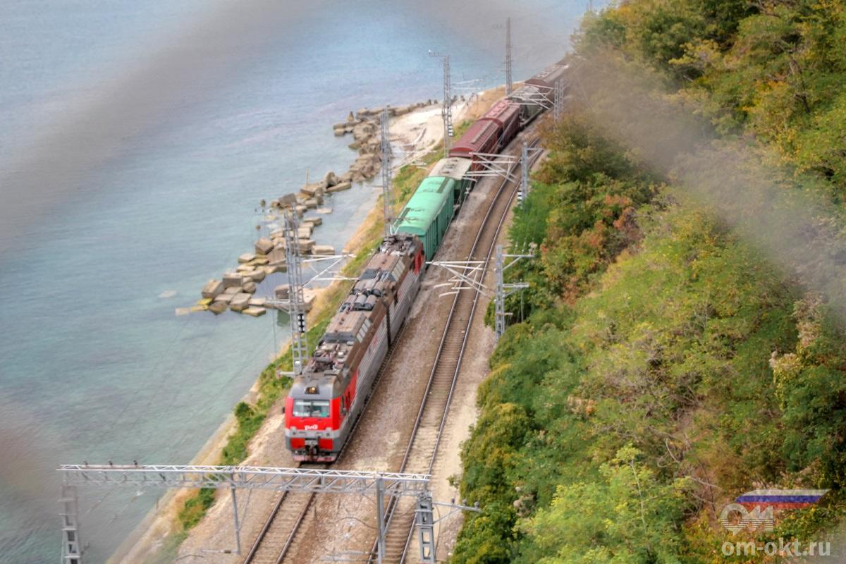 Электровоз 2ЭС4К-138 на перегоне Шепси - Водопадный