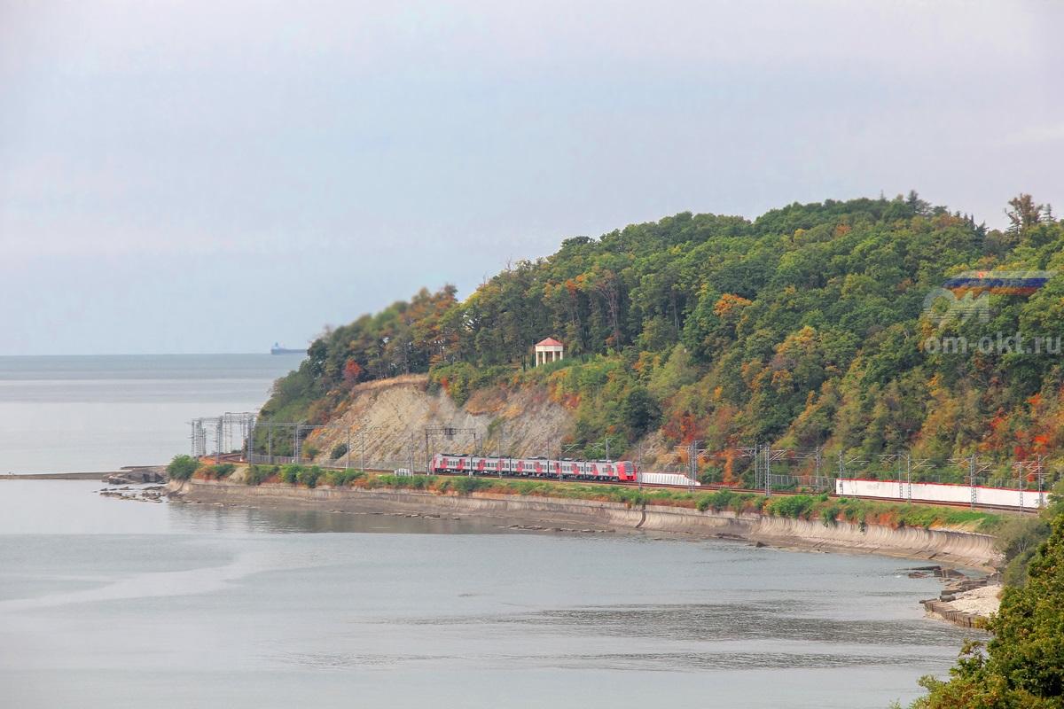 Электропоезд ЭС1-017 на перегоне Водопадный - Шепси