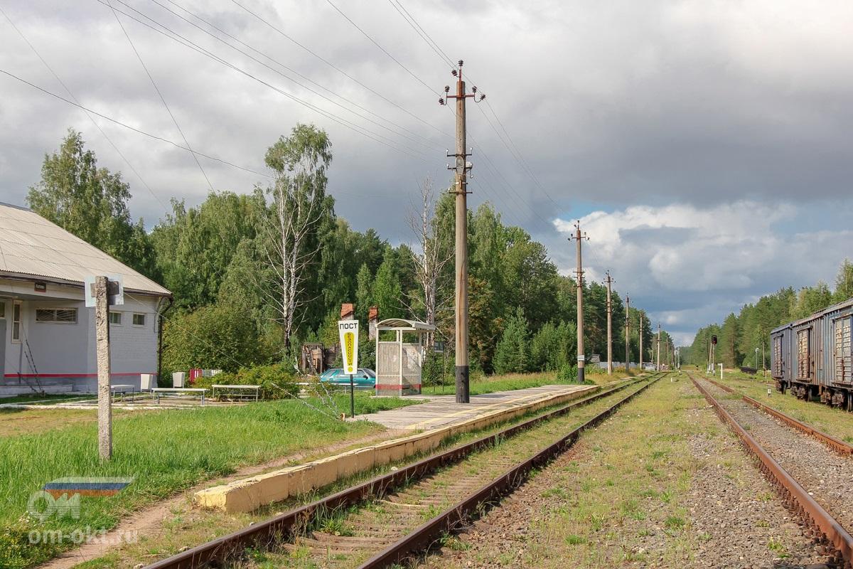 Пассажирская платформа и вокзал в Котово