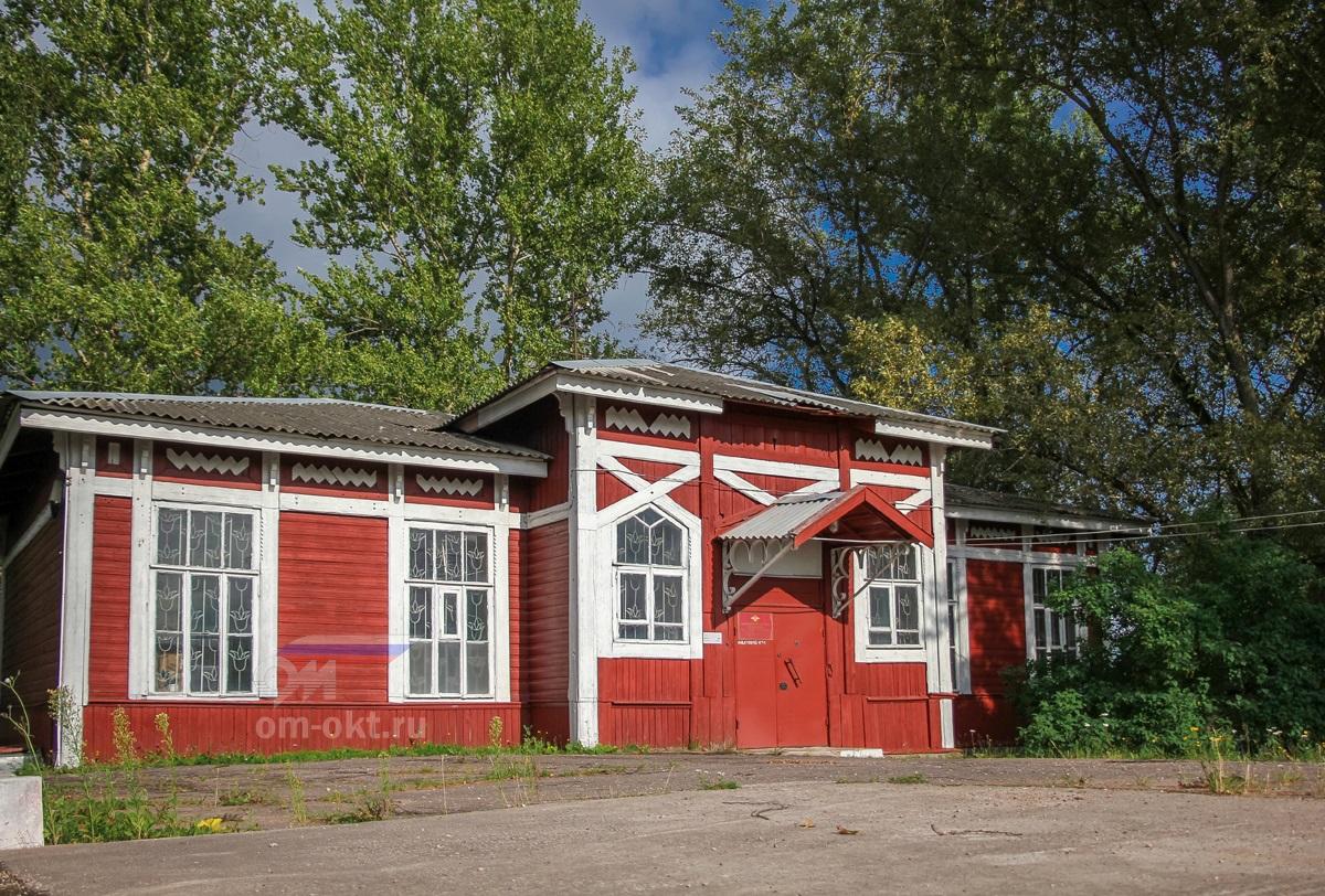 Здание ЛОВД на станции Боровичи