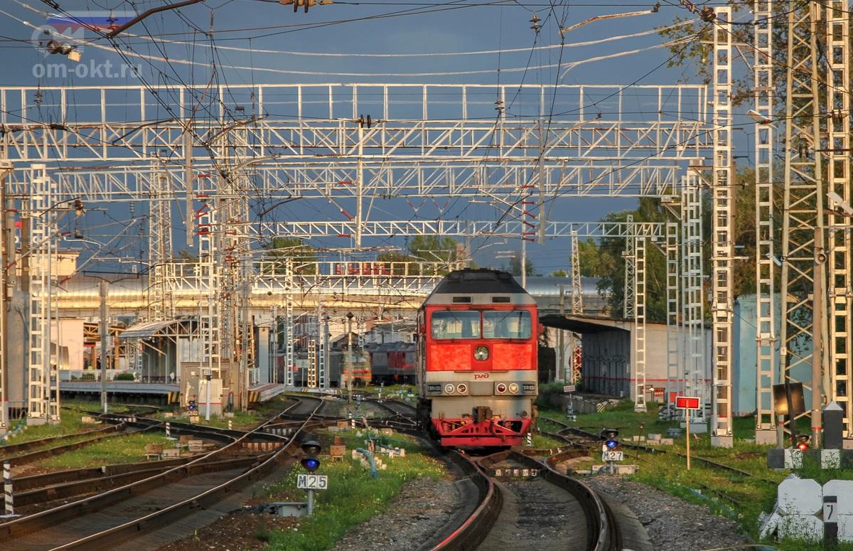 Тепловоз ТЭП70-0350 на станции Бологое-Московское