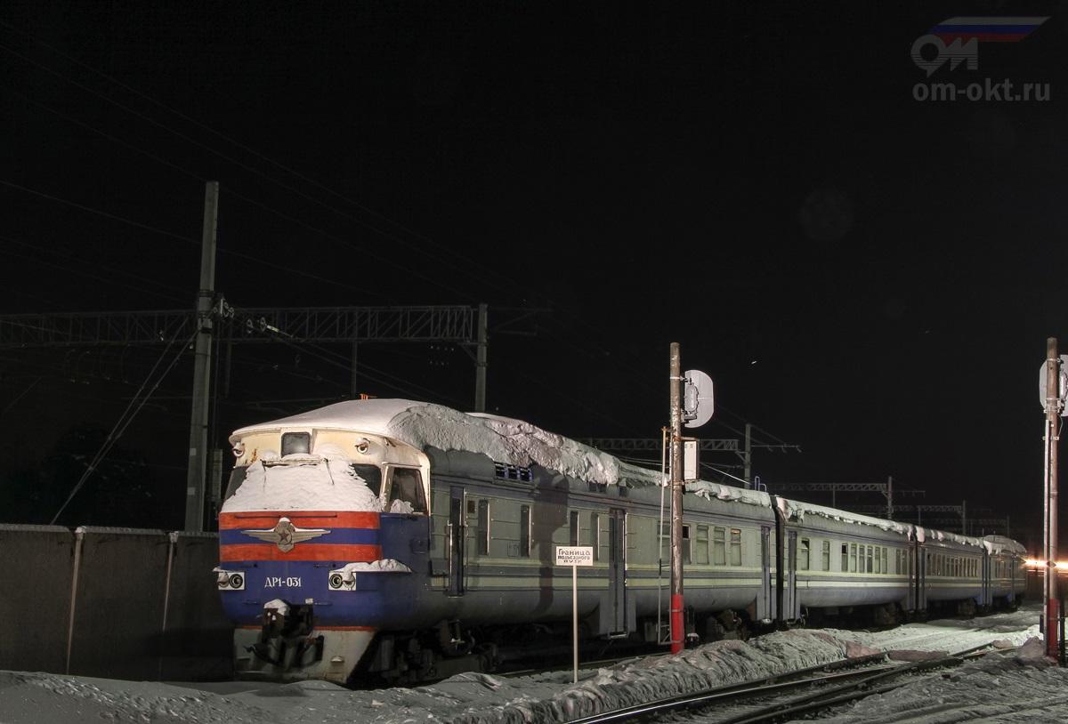 Дизель-поезд ДР1-031 на территории ОПМС-1 Решетниково