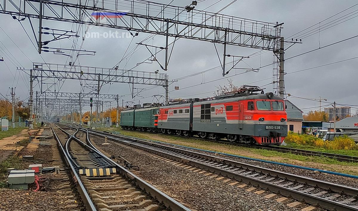 Электровозы ВЛ10-638 и ВЛ10-1722 на станции Поварово-I