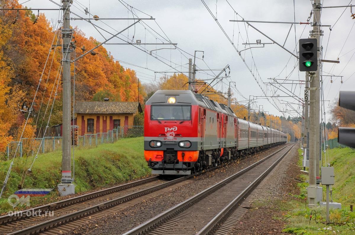 Электровоз ЭП2К-209 в окрестностях Стреглово, перегоне Подсолнечная - Клин