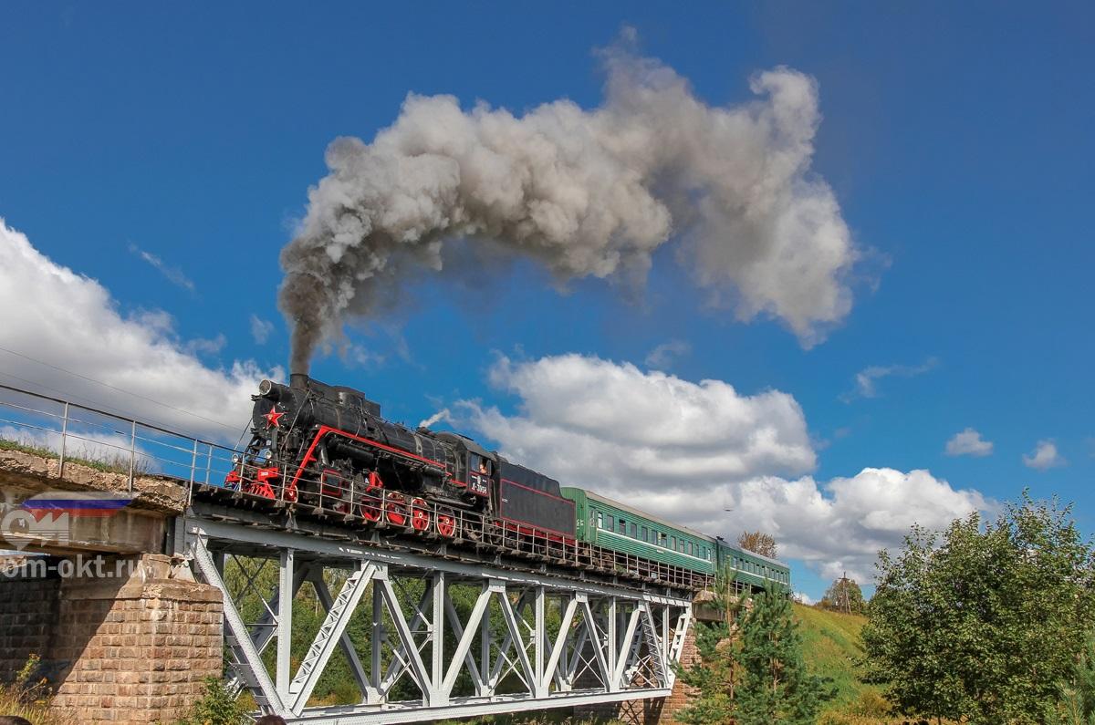 Паровоз Л-3958 с пригородным поездом Бологое - Осташков на мосту через реку Шлина, перегон Куженкино - Баталино